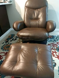 Swivel Recliner and Ottoman Sacramento, 95842