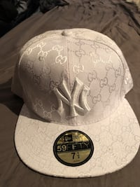 NY Yankees/GUCCI new era fitted hat sz 71/2 Burnaby, V5G 3X4