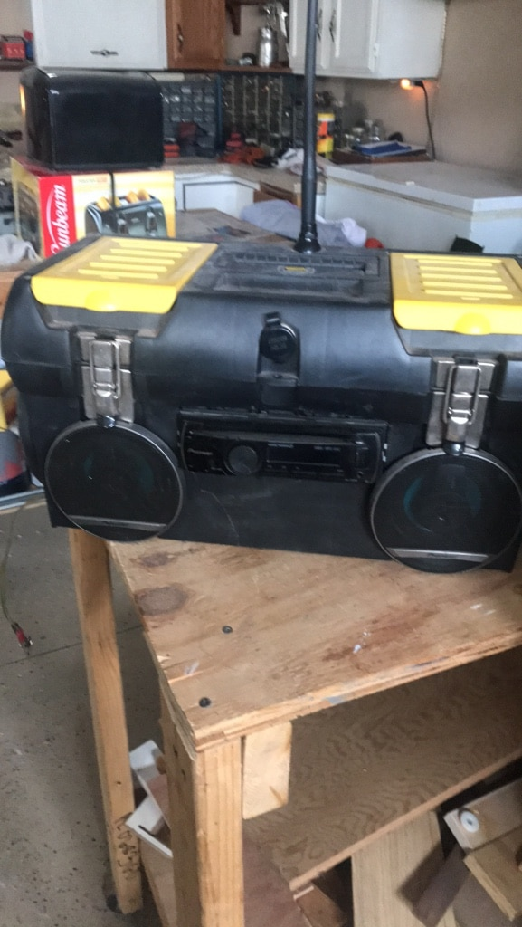 Photo Boat or truck stereo 12 V Pioneer and Kenwood speakers