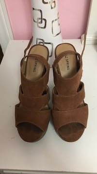 Pair of brown leather open-toe wedges size 7 Vaughan, L4H 2W2