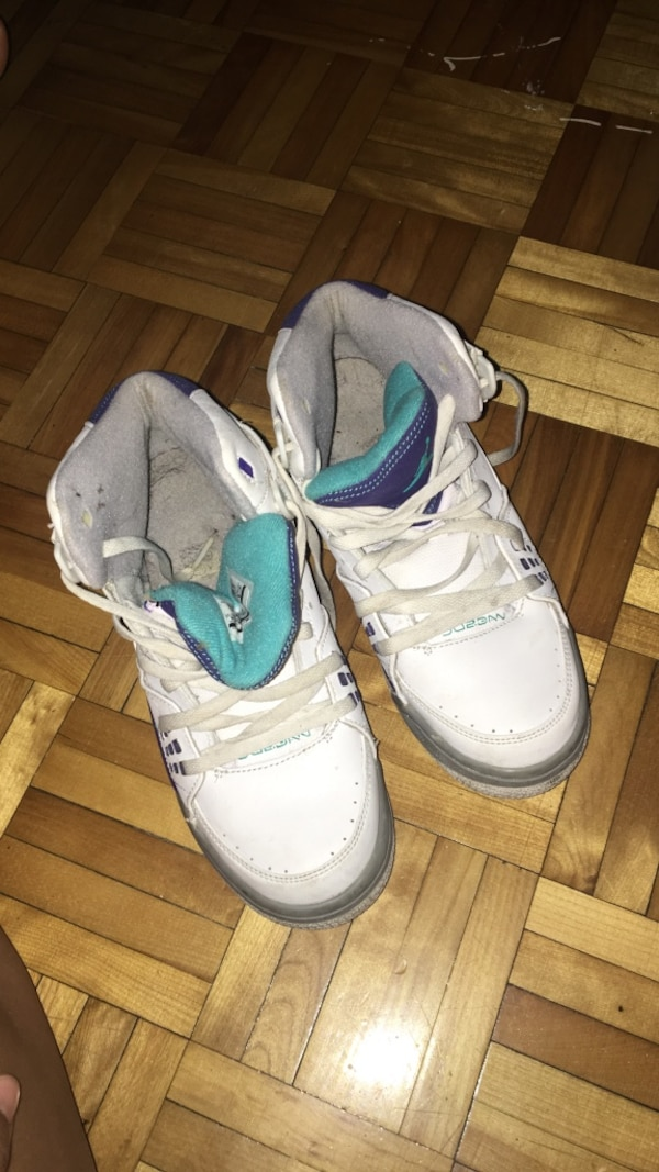 bb502f96fa2e Used Pair of white air jordan basketball shoes for sale in Montréal ...