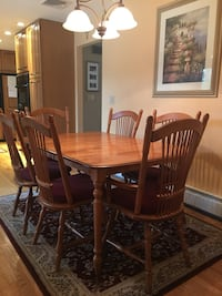 Maple Kitchen table, chairs, chandelier, rug Smithtown, 11787
