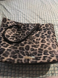 Very nice Lizciaiborne cheats purse it was bought brand new an only used a couple of times Landrum, 29356