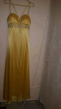 women's yellow sleeveless dress Oakville, L6K 3P3