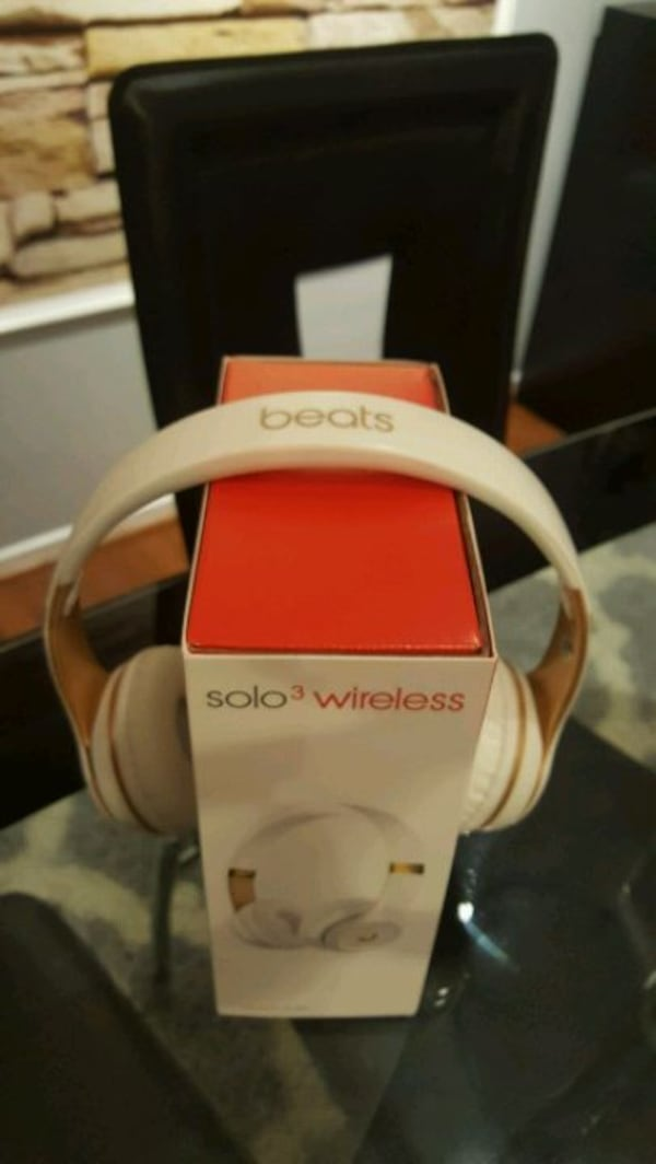 Chinese wireless headphones 8fffad7f-5607-4149-bee9-a24c924af14c