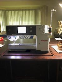 Bernina 820 Large Throat Sewing Machine  HERNDON