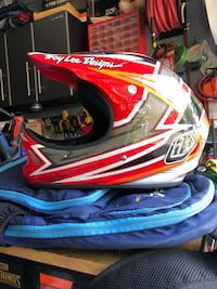 Troy Lee D2 Proven red  Surrey