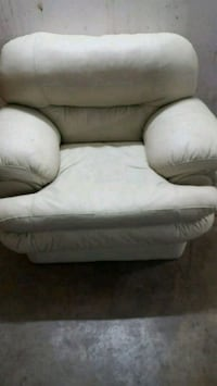 Single white leather sofa 541 km