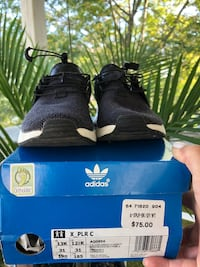 pair of black Adidas NMD shoes with box screenshot Newmarket, L3Y 5C6