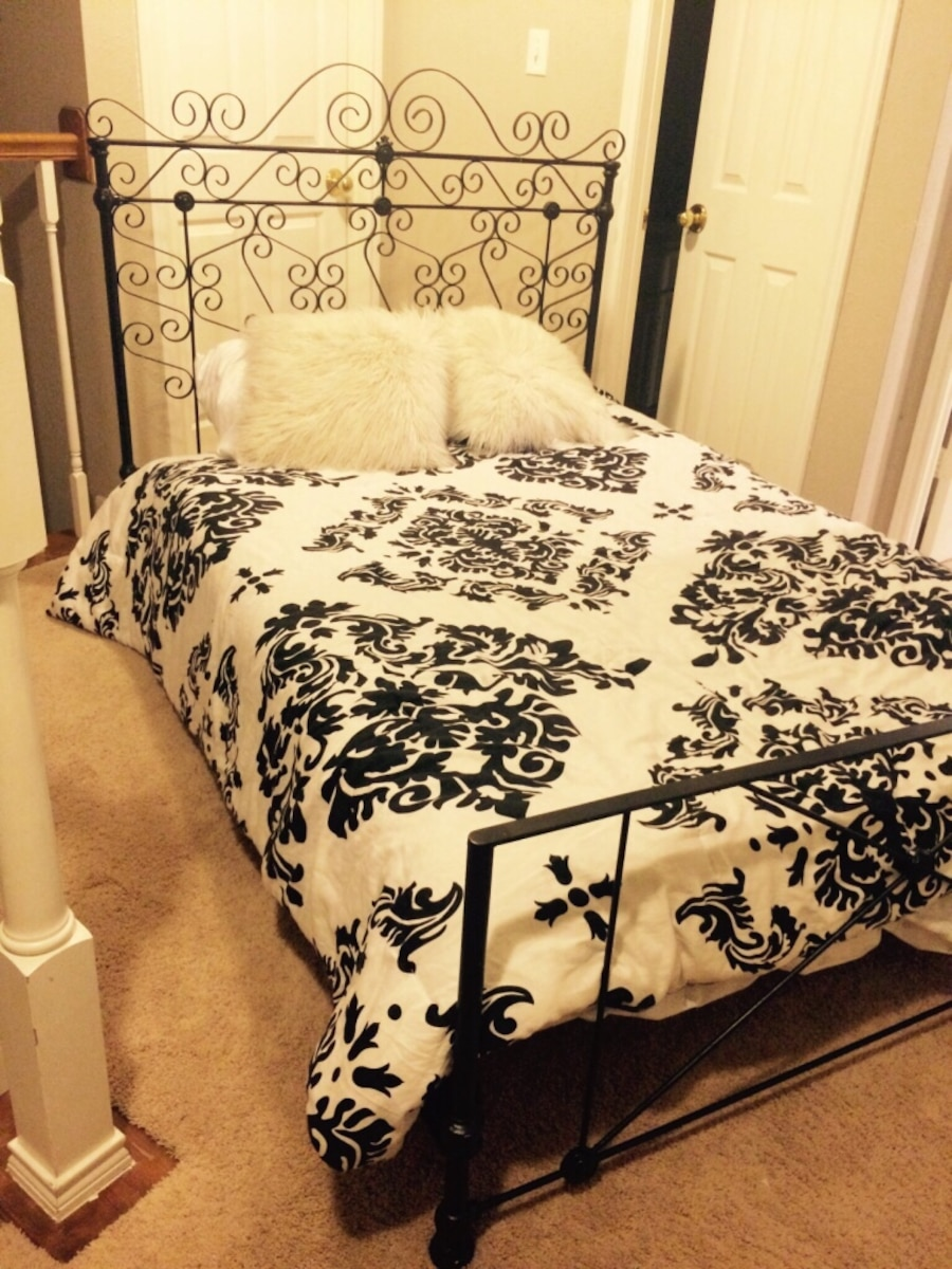 Girls Teen Full Bed Frame In Sugar Land