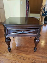 *free delivery* Accent table  Breslau, N0B 1M0