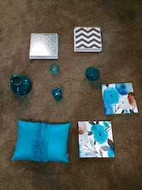9 piece teal decor set including pillow, art London, N5W 1M6