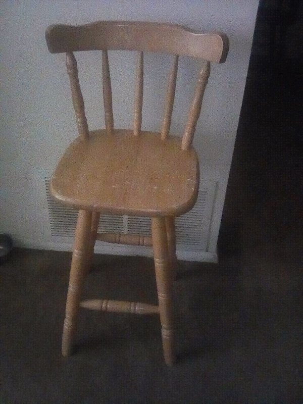 Roll around desk and bar stool chair