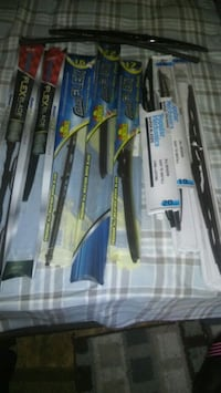10 assorted windshield wipers Springfield, 49037