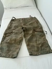 brown and black camouflage cargo shorts Milton, L0P