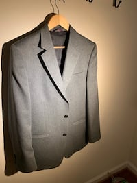 Gray notch lapel suit jacket, size 42 great condition . Woodbridge, 22193