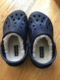 Toddler Crocs - never worn! Size 8/9, navy blue and fleece lined. Available for immediate pick up in Capitol Hill. Washington, 20002