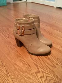 New pair of beige leather boots size 9