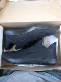 pair of black Nike low-top sneakers with box Paramount, 90723