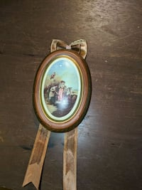 Small round wooden wall hanger
