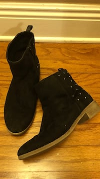 pair of black suede boots Baton Rouge, 70810