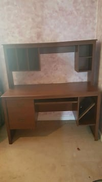 Desk with attached hutch.. Temple Hills, 20748
