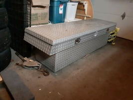 Pick up truck tool box