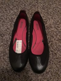 pair of black Ecco flats Independence, 64052