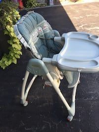 Gray and white high chair North Dumfries, N1R
