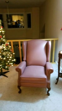 Lazy boy reclining chair. Perfect condition.  Samon color. Asking $700 Edmonton, T5G 2K1