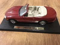 Red coupe die-cast model il vo 50$ Mirabel, J7J