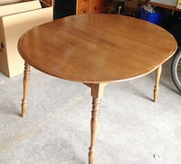 Solid Oak! Vintage Extendible Round Dining Table.  CALGARY