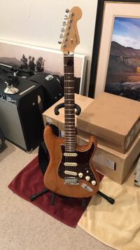black and brown electric guitar Sun Valley, 83353