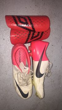 Cleats and chin pads size 5.5  733 km