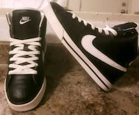 pair of black-and-white Nike sneakers 3154 km