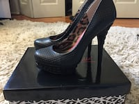 Pair of black leather peep-toe pumps Rachel Roy size 7. Good condition.  Germantown, 20874