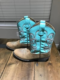 Girls cowboy boots youth size 2 Cypress, 77433