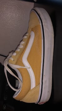 Yellow vans comes with box.