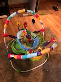 baby's multicolored jumperoo Quincy, 02171