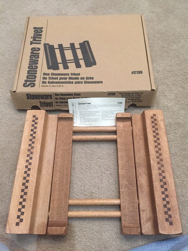 New in box Pampered Chef Stoneware Trivet. Expandable. 95232537-1d38-4614-b22e-6cd7f53d4aae