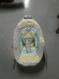 baby's gray and white bouncer 65 km
