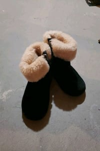 UGG winter boots for toddler size 7 Mississauga, L5R 4C9
