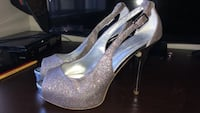 Guess heels size 8 women, never worn  Toronto, M1H 3K3