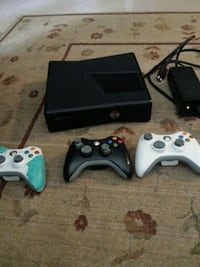 Xbox 360 console with controllers and many games Toronto, M6A 2M5