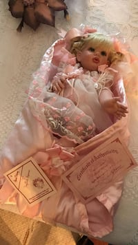 collectible FAYZAH SPANOS signed numbered doll 472/500 Surrey