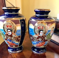 """VINTAGE HAND PAINTED 2 VASES   THEY STAND 6.5"""" HIGH Wood-Ridge, 07075"""