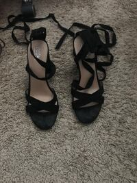 Black strappy thick heels  Fullerton, 92833