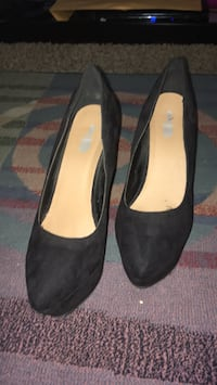 pair of black suede heeled shoes Pleasant Hill, 50327