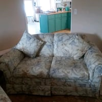 gray and white floral loveseat 762 mi