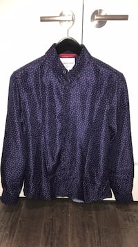 International report - Mens (m) 'slim fit' navy (with pink accents) shirt Oakville, L6H 1R5